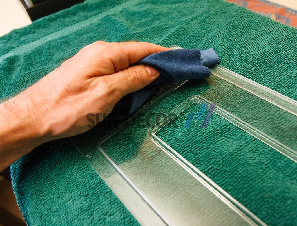 how-to-clean-acrylic-sheets